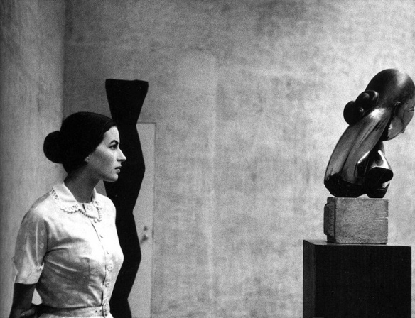 Girl in front of Brancusi's sculture